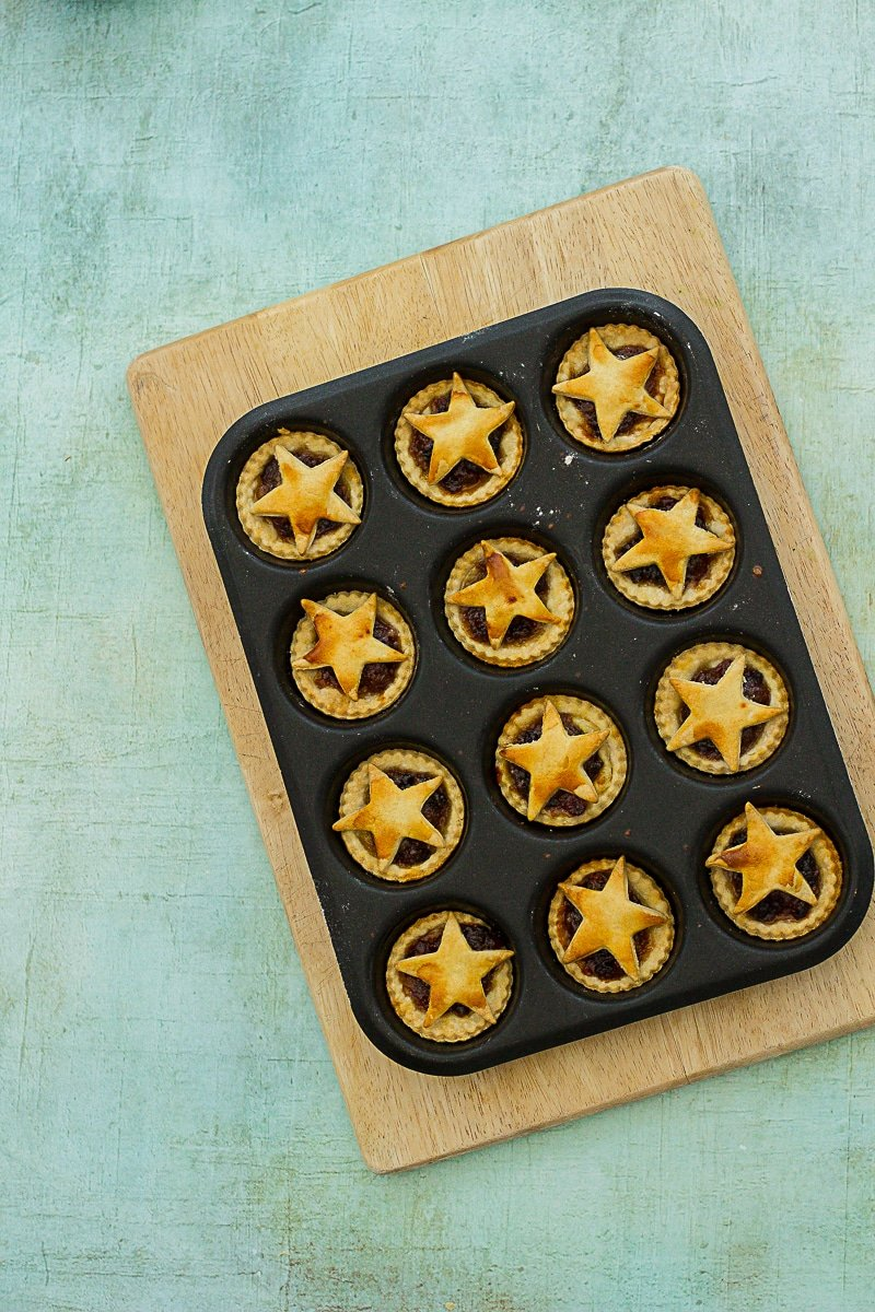 Easy Peasy Mini Mince Pies - without the icing sugar dusted on top