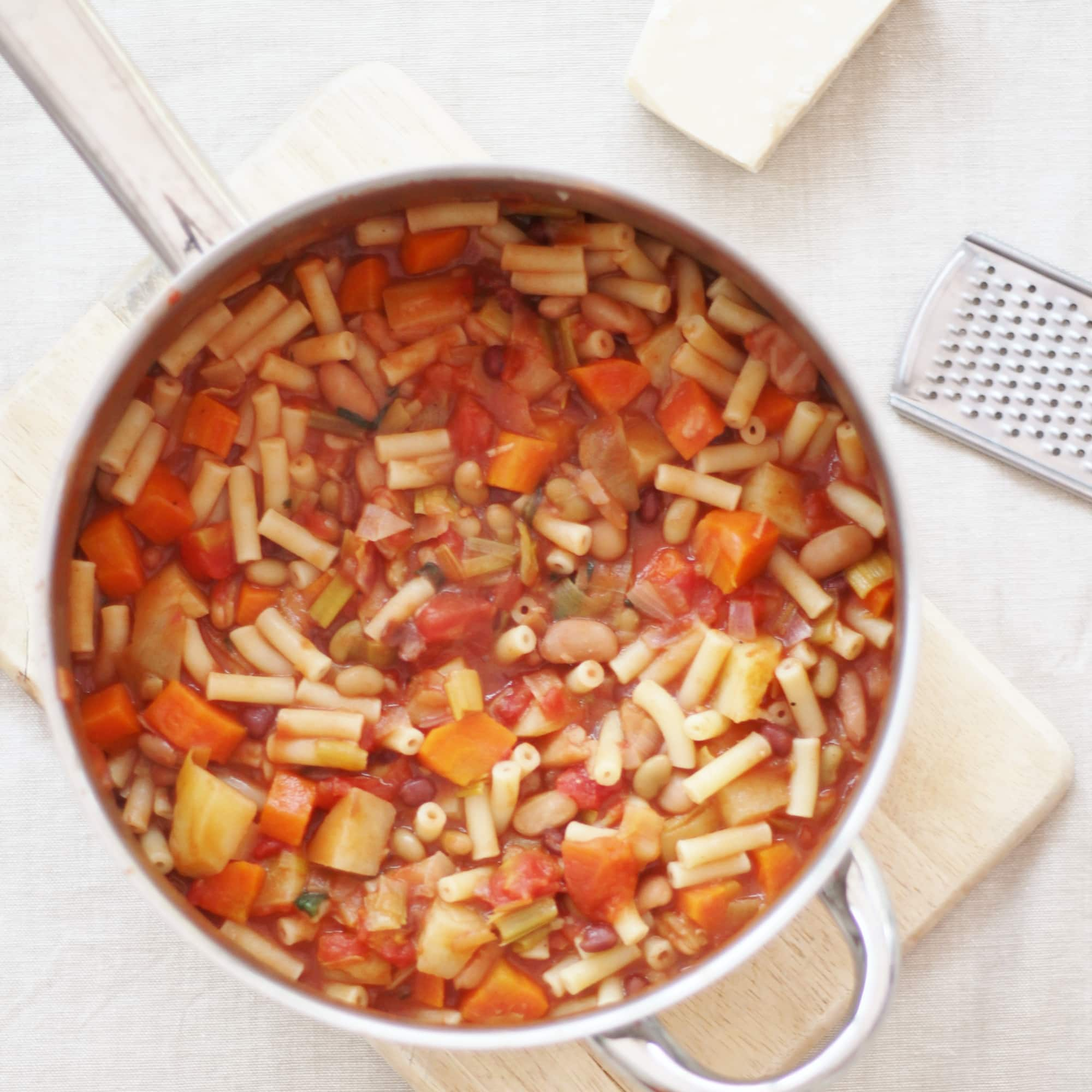 A delicious mixture of beans, pasta and root vegetables, this Tuscan Bean Stew is inspired by my student travels and perfect for an easy midweek supper. #tuscanfood #tuscanbeanstew #beanstew #beans #stew #pasta #vegetarian #easymidweekmeals #easymeals #midweekmeals #easydinners #dinnertonight #dinnertonite #familydinners #familyfood #easypeasyfoodie #cookblogshare