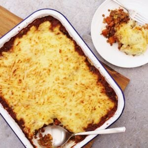 Easy, delicious and full of fab ingredients, this Lentil Shepherd's Pie is comfort food at its finest and the perfect way to celebrate #OrganicSeptember.